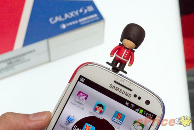 galaxy-s-iii-premium-pack-british-royal-guard-miniature2