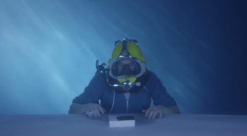Sony Xperia Z3 wird unter Wasser ausgepackt