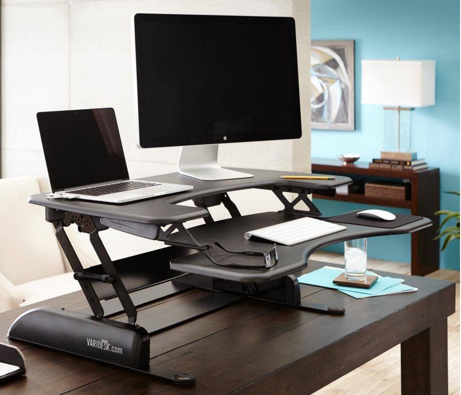 varidesk kurz vorgestellt am schreibtisch stehen statt. Black Bedroom Furniture Sets. Home Design Ideas