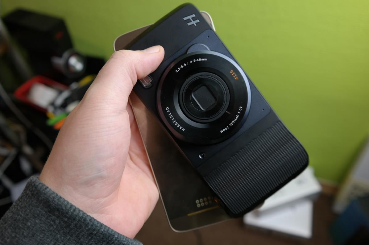 Moto Mod Hasselblad True Zoom Header